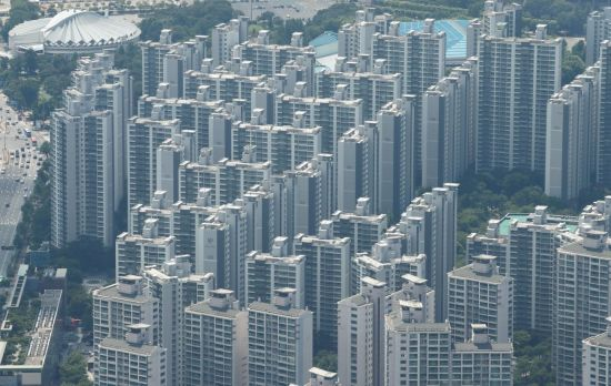 '서민 위한' 새 임대차법 1년…서울 5억 미만 전세가 사라졌다