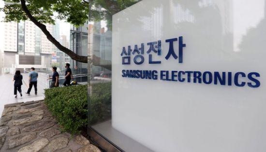 삼성, 인텔 제치고 2년만에 세계 1위 반도체 기업 탈환