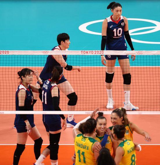 김연경이 12득점으로 분전했지만…여자배구, 강호 브라질에 완패
