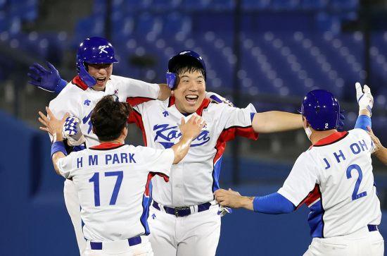 '김현수 끝내기' 야구대표팀, 도미니카共에 4-3 신승