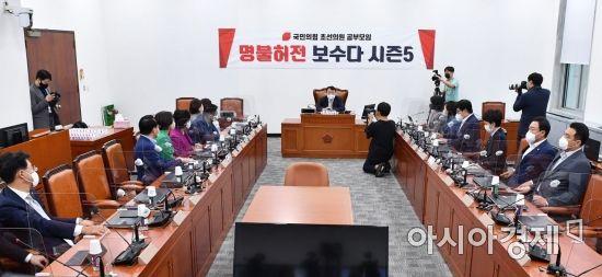 [포토] 윤석열, 국민의힘 입당 후 첫 국회 방문
