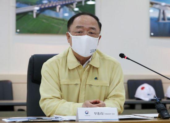 홍남기, '철근 값 오를라' 현장 방문…사재기 대책 언급 않아