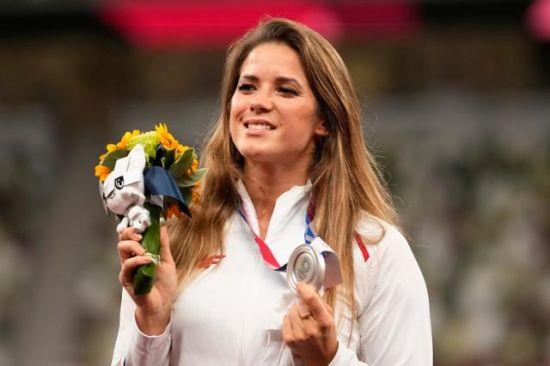 일면식 없는 8개월 아기 수술비 위해 올림픽 은메달 경매 내놓은 이 선수