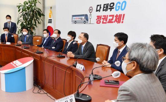 """국민의힘, 경선 4강 토론회 일정 확정… """"TV토론 10회 개최"""""""