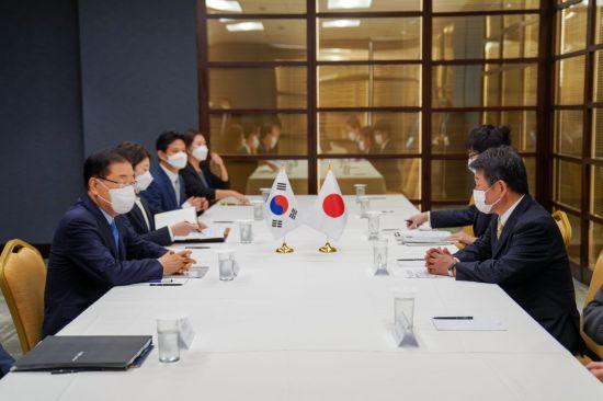 한일 외교장관 회담…'미래지향적 관계' 방안 논의