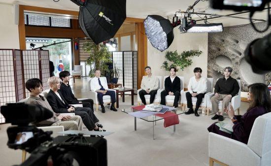 BTS와 美 ABC 프로그램 공동 출연한 文…'안무'도 따라해