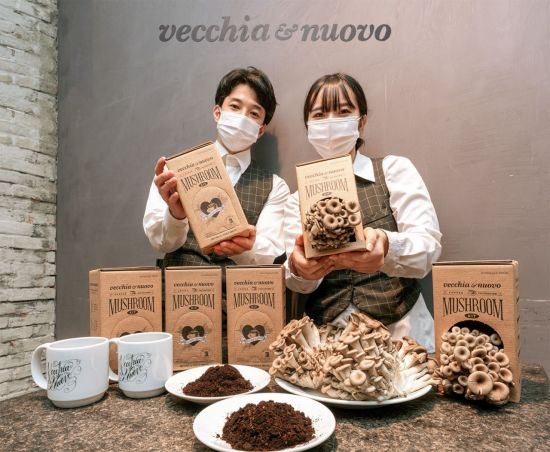"""[포토]""""커피박으로 만든 친환경 버섯 재배 키트 받아가세요"""""""