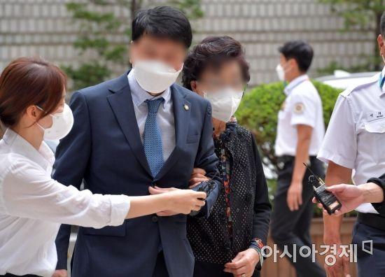 """윤석열 장모 항소심 재판부 """"10년간 누적된 기록 보겠다"""""""