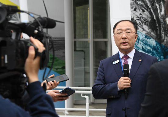 """G20 재무장관, '디지털세 합의' 지지…洪 """"확장재정 '당분간 지속'"""""""