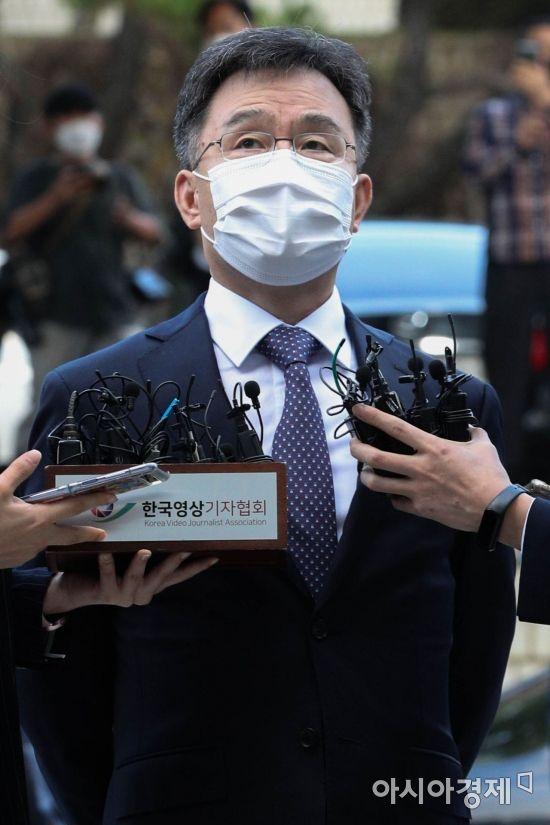 """김만배 영장실질심사 출석… """"그분은 없다. 이재명과 관계없어""""(종합)"""