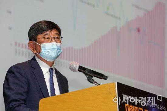 [포토]주제발표하는 박영렬 한국경영학회 회장